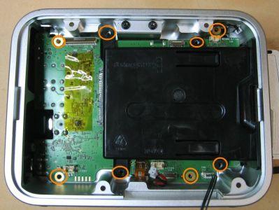 Zum Lösen des SSD-Rahmens braucht man wieder den Tx10-Schraubendreher.
